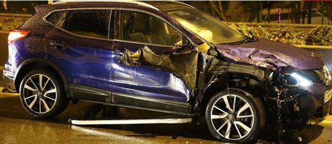 Kaza sonrası reflektör koyarken başka bir araç çarptı