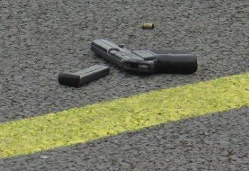 Köpeğine çarpan kamyon şoförünü silahla yaraladı