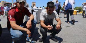 Taksim'de asfaltta yumurta pişirdiler